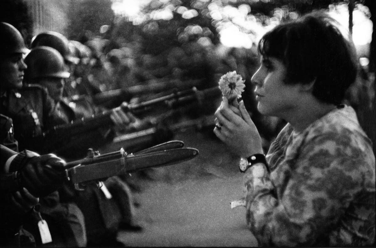 flower_girl_photo_by_marc_riboud