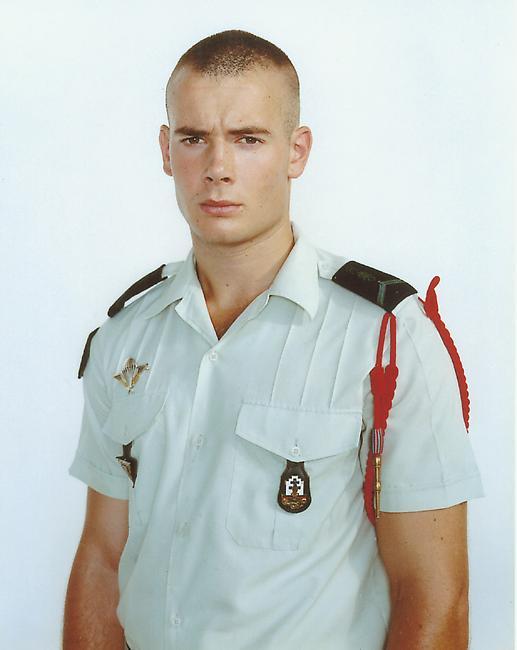 rineke-dijkstra-olivier-quartier-monclar-djibouti-july-13-2003